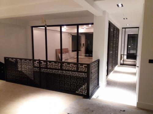 balustrade met griekse decoratie in plaat