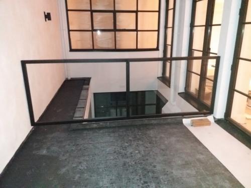 buiten balustrade van glas en staal