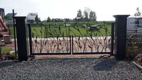 poort met wuivend gras en katten decoratie