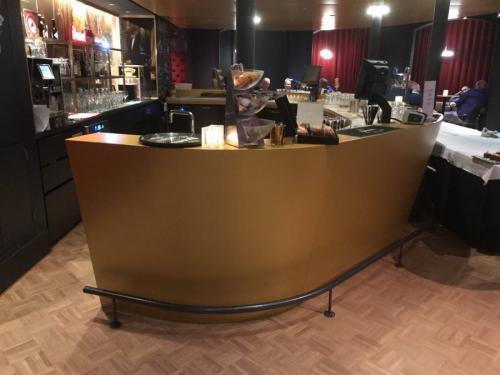 bar in cafe.