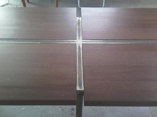 detail van vast tafel met 4 delig blad