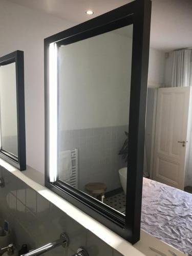 vrijstaande spiegel met ingebouwde verlichting